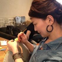 土橋さんも編みます!こちらは規則的に玉編みを入れる作戦!
