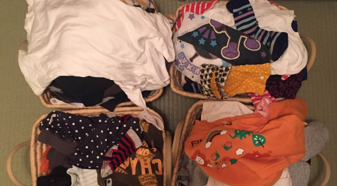 たまった洗濯物のたたみ方。ウチの場合。